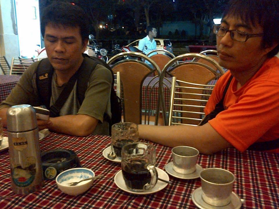 Menikmati Caphe den Nong, kopi hitam khas Vietnam