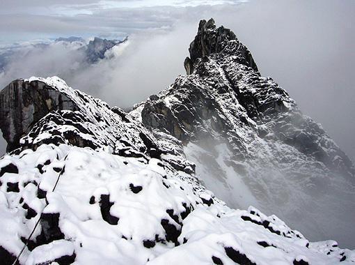 3897002-carstensz_pyramid_peak-papua_province